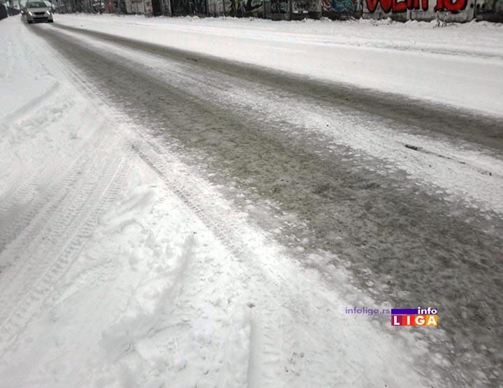 IL-sneg-ulica Sneg u višim predelima pola metra, održavanje puteva po prioritetima