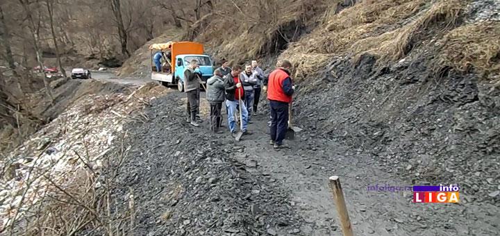 IL-kliziste-lug-luckareka Klizište ponovo zatrpalo put Lug-Lučka reka, meštani raščišćavali (VIDEO)