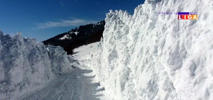 IL-putevi-sneg-golija3 Snega, u višim predelima Ivanjice, preko glave (VIDEO)