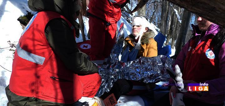 IL-trning-tim-zvsck ''Volonteri Crvenog krsta uspešno evakuisali devojku sa nepristupačnog šumskog terena''