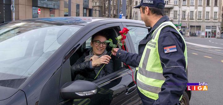 IL-8-mart-policija Policajci poklanjali cveće sugrađankama prilikom rutinske kontrole