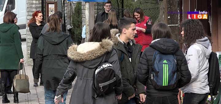 IL-dan-komplimenata Anketa - Kome i na koji način Ivanjičani dele komplimente (VIDEO)