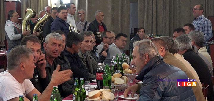 IL-spik-iverica-rucak2 Neverovatno, radnici ivanjičke fabrike slavili otkaze uz trubače (VIDEO)