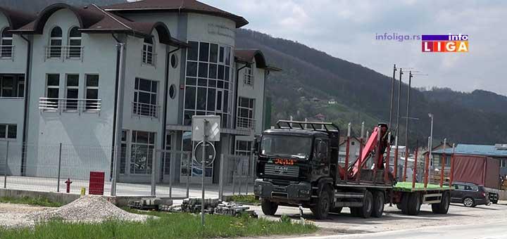 IL-sticar Ivanjičani u nesvakidašnjem sporu - šta sve može jedan kamion !? (VIDEO)
