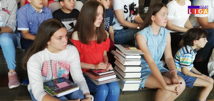 """IL-Ucenici-dobitnici-priznanja-web-1 Nagrađeni najuspešniji učenici ivanjičke škole """"Milinko Kušić"""" ( VIDEO )"""