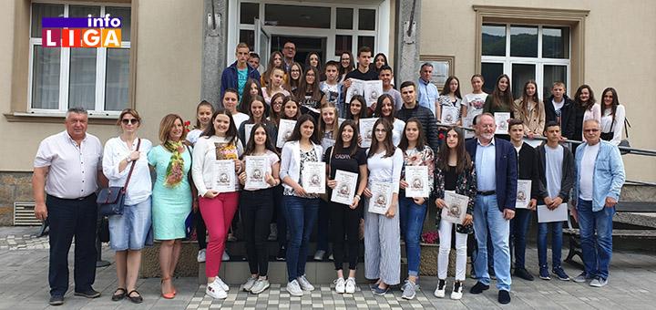 IL-naslovna-vukovci Opština Ivanjica nagradila najbolje učenike (VIDEO)