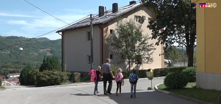 IL-Vratite-nam-uciteljicu-2 Zbog odlaska učiteljice deca napustila školu (VIDEO)