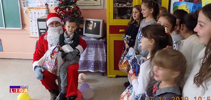 il-paketici2 Deda Mraz obradovao decu u Lukama