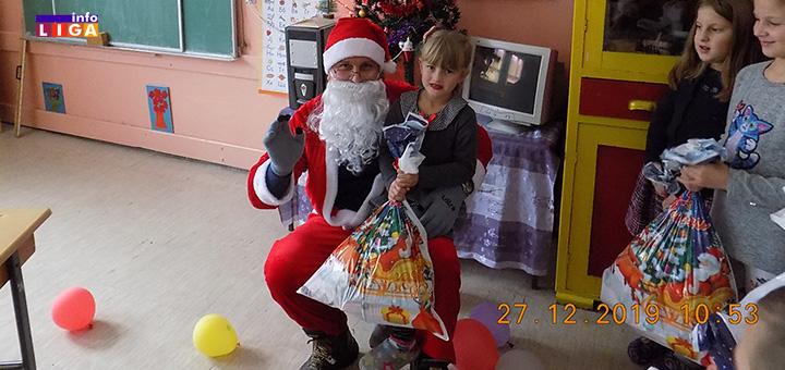 il-paketici3 Deda Mraz obradovao decu u Lukama
