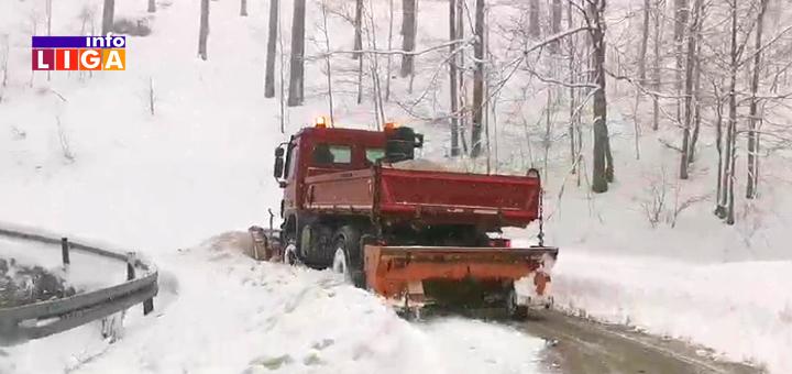 IL-Ciscenje-snega Sneg zavejao Ivanjicu, neiskusni vozači ostajali u smetovima prema Goliji (VIDEO)