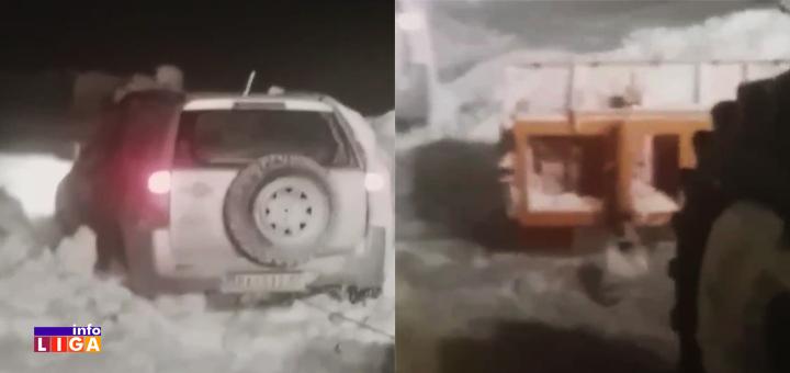 IL-Evakuacija-auto-Raska-putevi- Opet drama na Goliji - Ivanjičani spasili zavejane nakon višečasovne borbe sa metarskim smetovima (VIDEO)