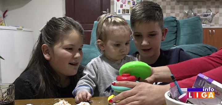 il-deca-katarina Nakon godinu dana od nesvakidašnjeg porođaja u kolima majka iz Ivanjice seća se svakog detalja te zimske večeri (VIDEO)