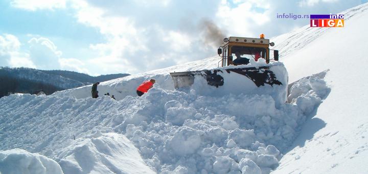 sneg-ciscenje DRAMA KOD IVANJICE, GRAĐANI ZAVEJANI U SMETU! Ekipa Novi Pazar puta poslala kamione i spasila zarobljene ljude! (VIDEO)