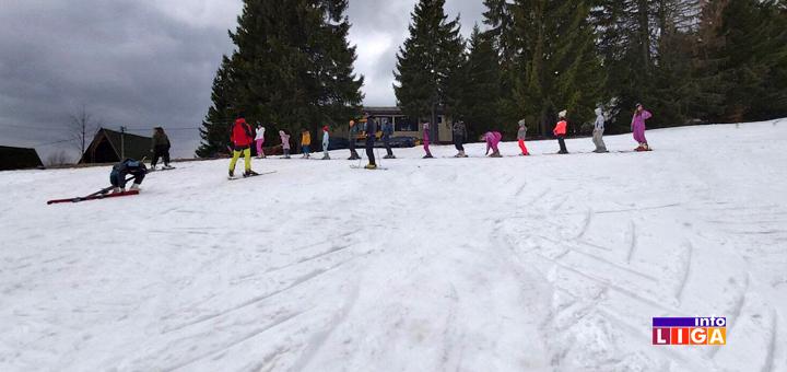 """IL-Skola-skijanja-2 Ivanjički """"Stari Vlah"""" organizovao besplatnu školu skijanja za decu (FOTO)"""