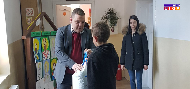 IL-iva-invest-pokloni-djaci-bratljevo Ivanjička firma ''Iva invest'' obradovala đake iz Bratljeva