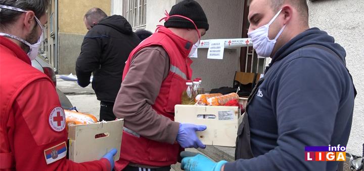 Il-Odbornici-SNS-donirali-pakete Odbornici SNS Ivanjica donirali pakete prehrambenih proizvoda i sredstava za ličnu higijenu (VIDEO)