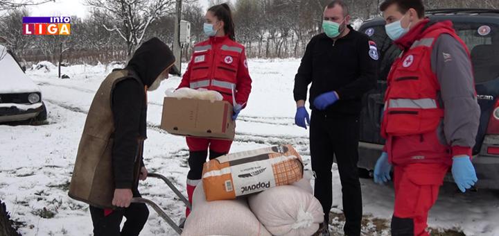 Il-Pomoc-starijim-licima- Ivanjičani svakodnevno dostavljaju pomoć starim licima i na najudaljenije adrese (VIDEO)