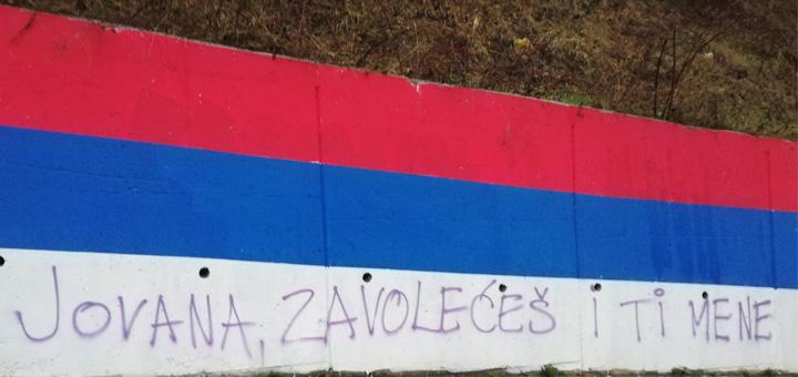 il-grafiti-1 Sramno skrnavljenje srpske trobojke u Ivanjici