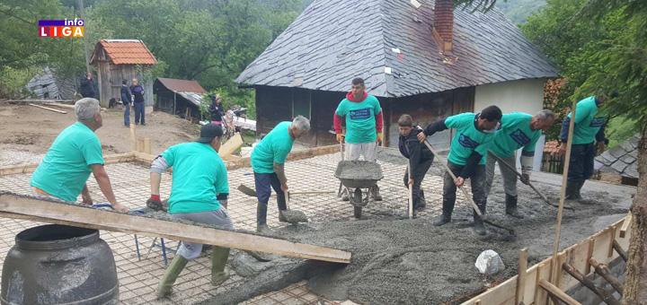 Ivanjica-Celo selo složno gradi dom Kaluševićima (VIDEO)