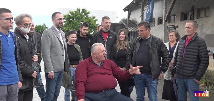 il-seselj Šešelj posetio Ivanjicu i pozvao ljude da izađu na izbore (VIDEO)