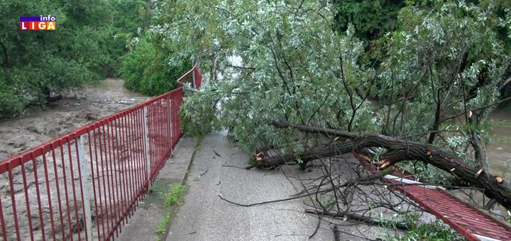 IL-Velika-poplava-srusen-most U Ivanjici kataklizmično. Moravica nosi mostove, kamione, stubove, štale, životinje (VIDEO)