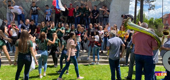 il-tehnicka-skola-matura Maturanti Tehničke škole u Ivanjici uz trubače proslavili kraj školske godine (VIDEO)