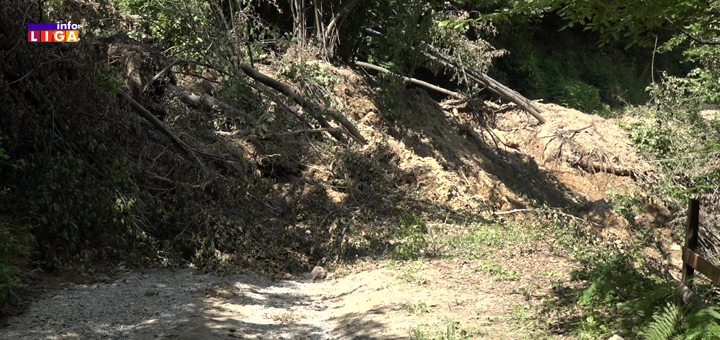 """IL-Put-u-Lukama-koji-vise-ne-postoji- Stanovnici ivanjičkog sela Luke očajni : """"Odsečeni smo od sveta, poplava nam je uništila puteve"""" (VIDEO)"""
