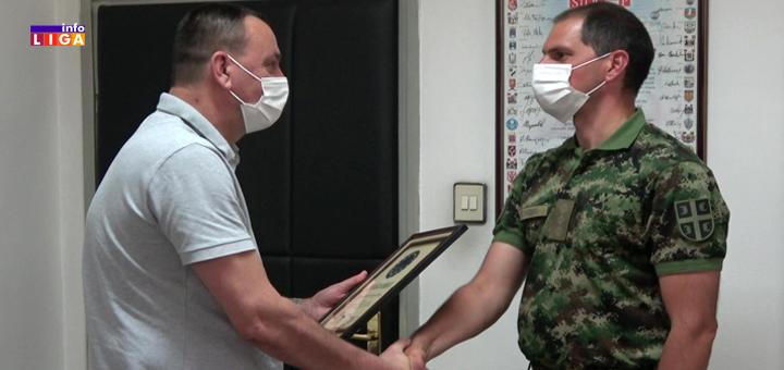 Il-Zahvalnica-vojsci-Srbije- Ivanjica se zahvalila Vojsi RS za pomoć u otklanjanju štete od poplave (VIDEO)