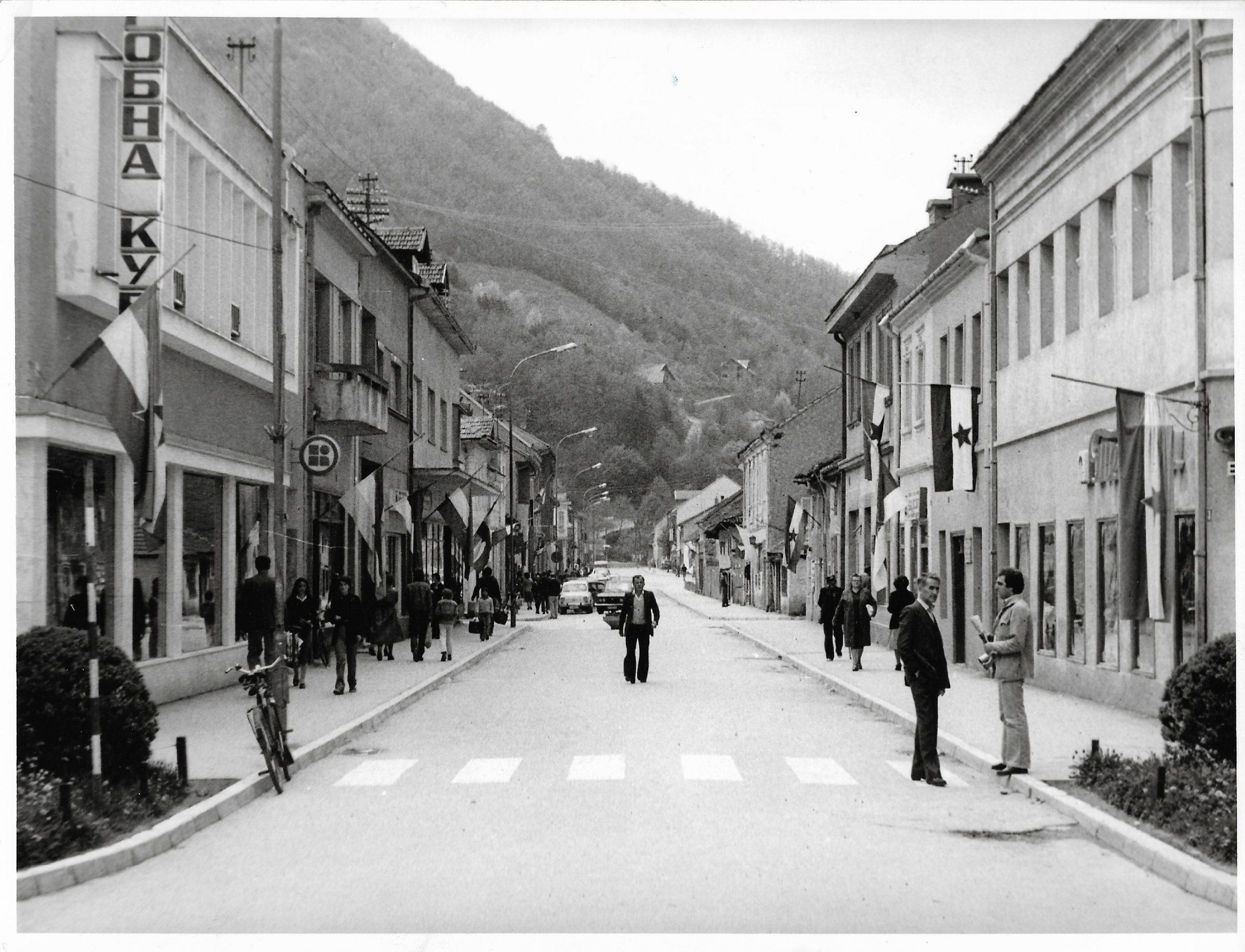 Glavna-ulica-Ivanjica-1975-godine-scaled Čuvene ivanjičke zabave osamdesetih : ''Neka vrišti koga tišti'' ...
