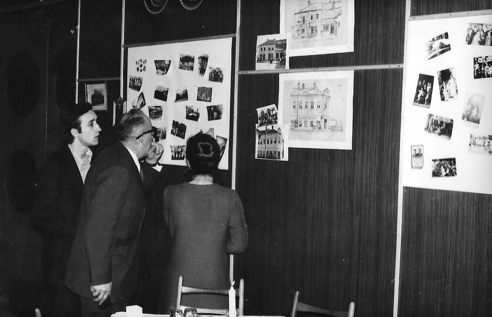 Tesno-mi-ga-skroji-nane-Gradska-izlozba-1973.godine Čuvene ivanjičke zabave osamdesetih : ''Neka vrišti koga tišti'' ...
