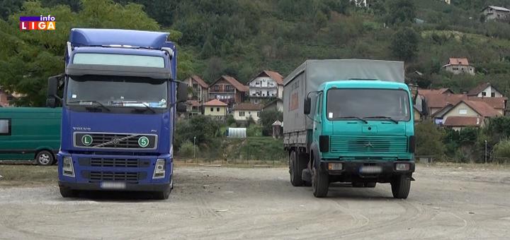 IL-kamioni-sajmiste-parking- Stroga zabrana parkiranja za kamione i teretna vozila na Sajmištu (VIDEO)