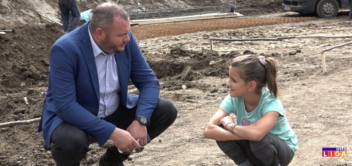 il-jovanovici Počela izgradnja kuće porodici Jovanović- Beskrajna radost zbog temelja nove kuće (VIDEO)