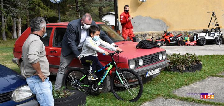 IL-Decija-nedelja-Momcilo-Mitrovic Dečija nedelja: Predsednik opštine Ivanjica u poseti đacima (VIDEO)