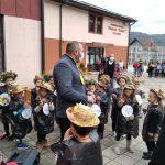 IMG-a2a35efcf9b158be655b91b91c8c2b3b-V-150x150 Predškolci u simbolima jeseni dočekali predsednika opštine (VIDEO)