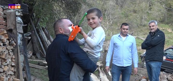 il-momcilo-i-mali-andjeli Ivanjički odbor SNS godišnjicu obeležio posetom malim anđelima sa Golije (VIDEO)
