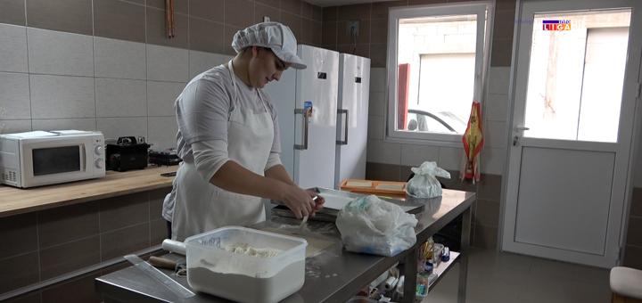IL-Tijana-Ajdacic-mladi-preduzetnik- Slatki mali biznis sa dušom mlade Ivanjičanke (VIDEO)