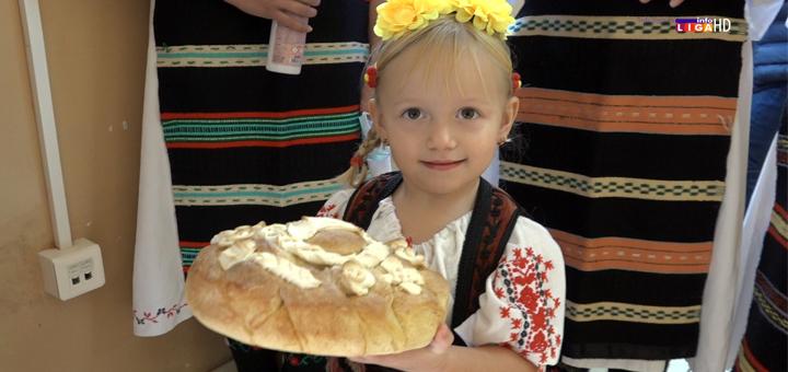 Il-Prilike-Svetlost-na-brezuljku-drugi-dan- Tradicija u dvorištu priličke škole (VIDEO)