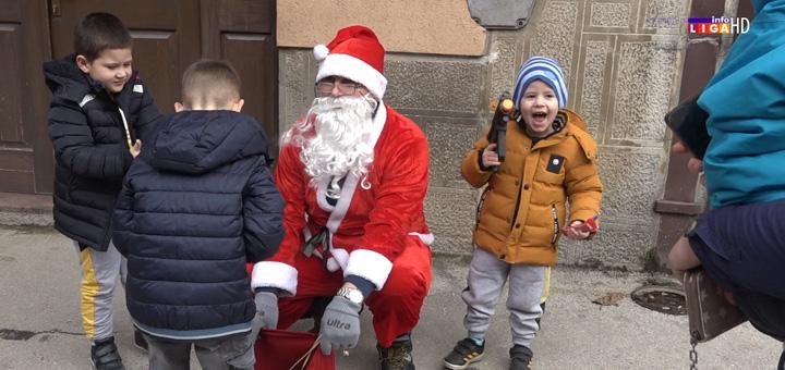 il-deda-mraz Deda Mraz i ove godine obradovao mališane u Ivanjici  (VIDEO)