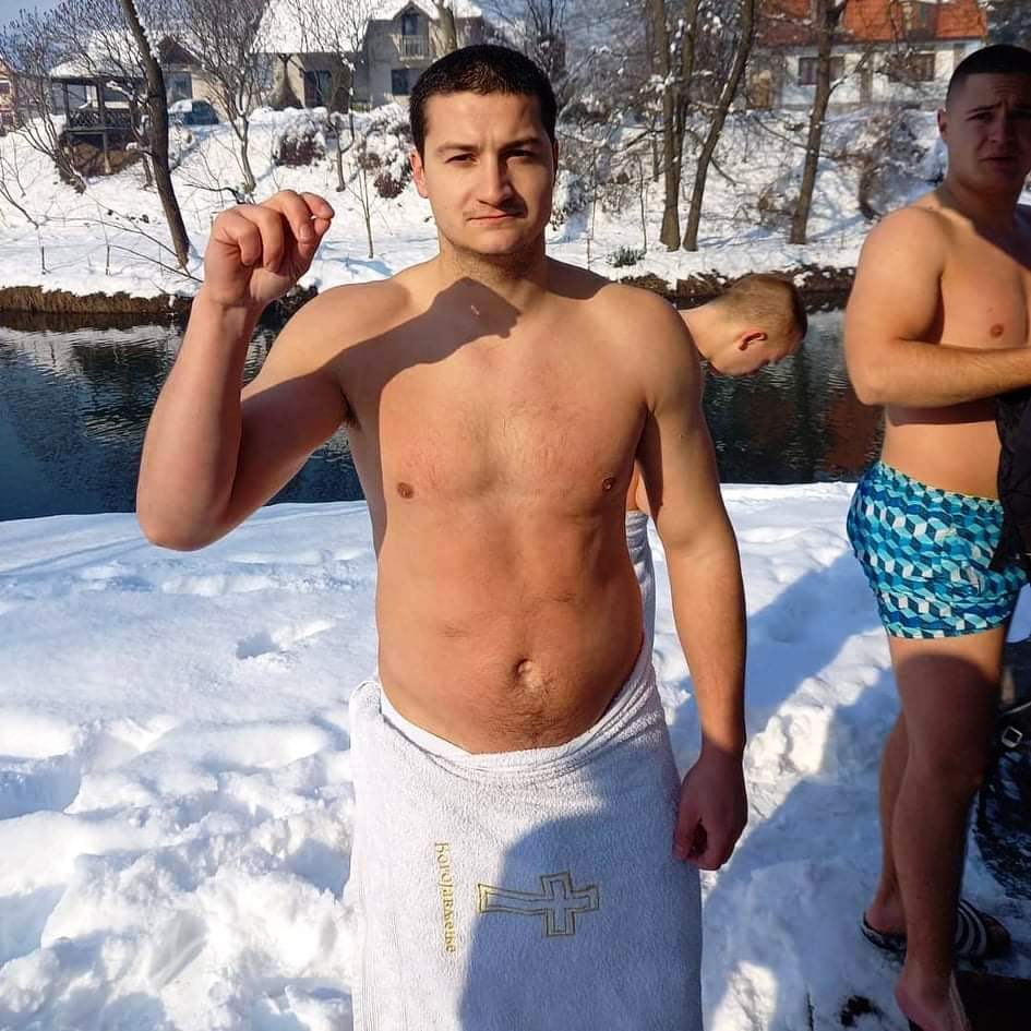 bogojavljenje U Arilju samoinicijativno plivali za Bogoljavljenski krst (FOTO)