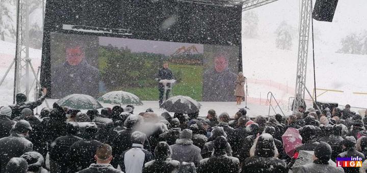 il-vucic-otvaranje-gold-gondole Predsednik Vučić na otvaranju Gold gondole na Zlatiboru (FOTO)