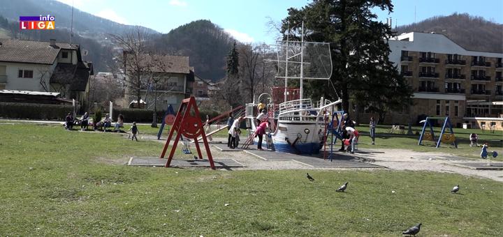 IL-Ivanjicki-park- Hiljade Ivanjičana diglo glas protiv ovog svirepog čina (VIDEO)