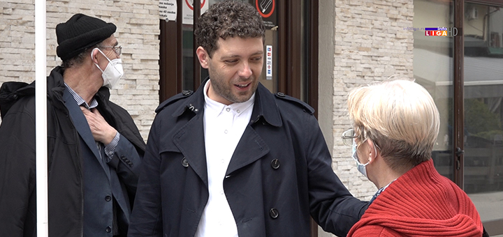 IL-radikali-2 Ivanjičani potpisivali peticiju protiv gej brakova (VIDEO)