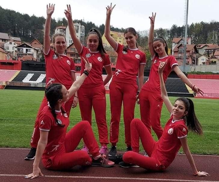 atletika-dva Atletičarke ivanjičkog ''Javora'' spremne za nastupajuća prvenstva