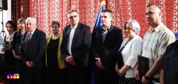 IL-Dodela-Nagrada-Lucani- U Lučanima nagrađeni zaslužni pojedinci i institucije - Drobnjak počasni građanin (VIDEO)