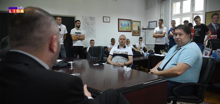 IL-KOSARKASI1 Mitrović ugostio košarkaše i najavio rekonstrukciju terena u gradskom parku (VIDEO)