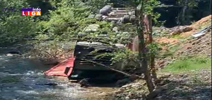 IL-Kamion-u-reci Nezgoda na putu Pridvorica -Devici: Kamion se prevrnuo u reku