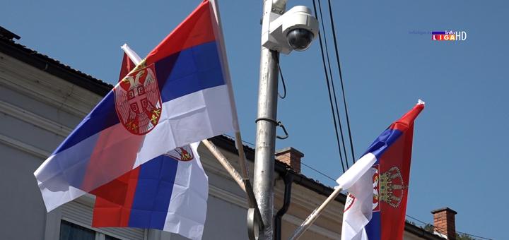 IL-Ivanjica-srpska-zastva-na-ulicama- I Ivanjica u bojama srpske zastave (VIDEO)